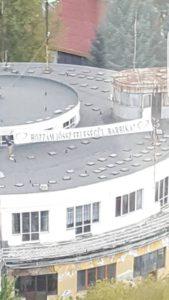 egy tetőn a molinó